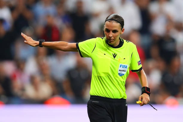 SUPER COUPE EUROPE UEFA 2019 Referee-stephanie-frappart-gestures-during-the-uefa-super-cup-match-picture-id1161632528?k=6&m=1161632528&s=612x612&w=0&h=6NPVdnpVstgEA0TrToPZfLcvQB8jTVQzzGe9Pt3au-4=