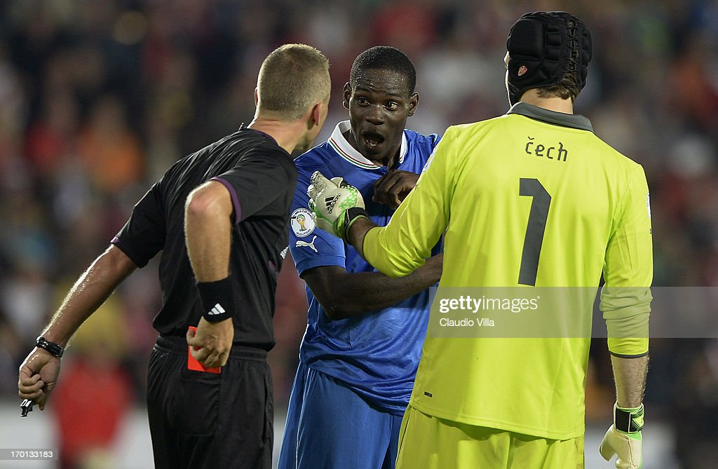 Referee Svein Oddvar Moen issues a red card to Mario Balotelli of Italy (C) during the FIFA 2014 World Cup Qualifier group B match between Czech Republic and Italy at Generali Arena on June 7, 2013 in Prague, Czech Republic.