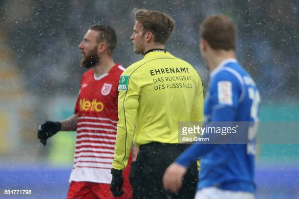 Referee Sven Waschitzki wears a jersey with the slogan 'Ehrenamt das Rueckgrat des Fussballs' during the Second Bundesliga match between SV Darmstadt...
