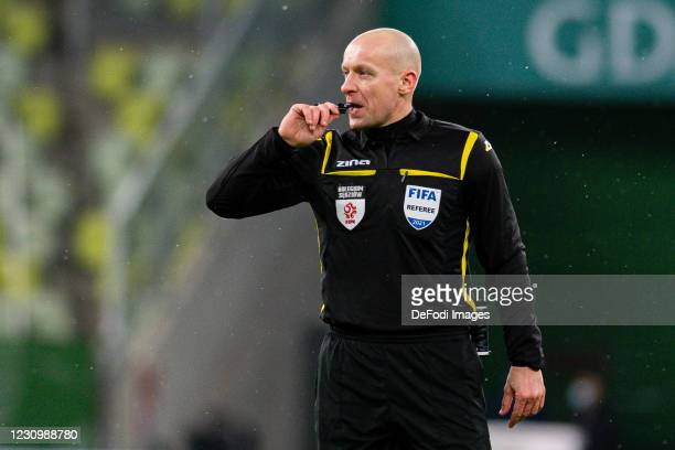 Referee Szymon Marciniak gestures during the Ekstraklasa match between Lechia Gdansk and Warta Poznan on February 5, 2021 in Gdansk, Poland.