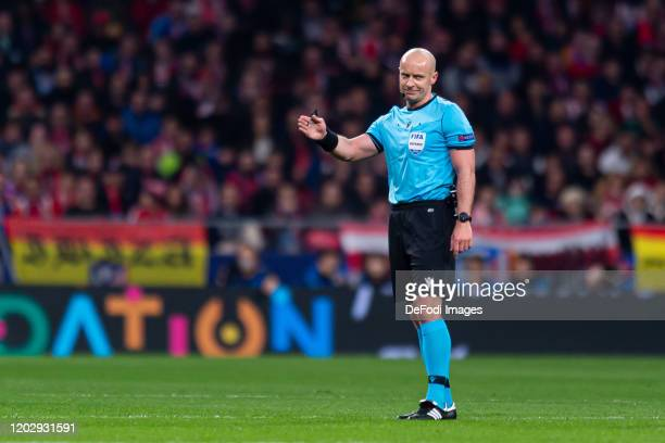 Referee Szymon Marciniak gestures during the UEFA Champions League round of 16 first leg match between Atletico Madrid and Liverpool FC at Wanda...