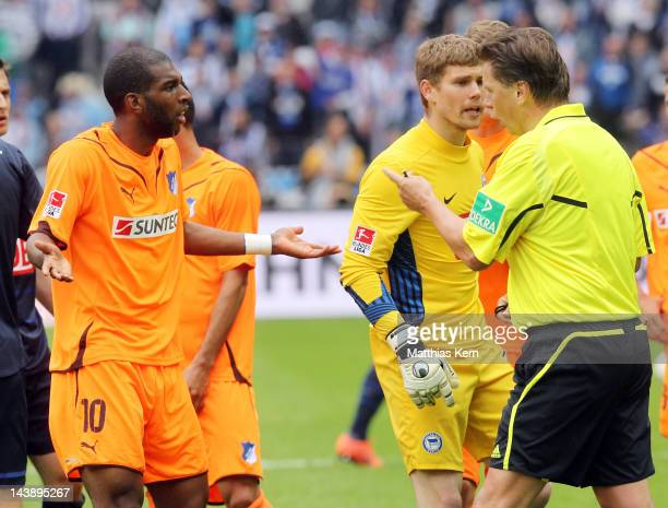 Referee Thorsten Kinhoefer talks with Ryan Babel of Hoffenheim during the Bundesliga match between Hertha BSC Berlin and TSG 1899 Hoffenheim at...