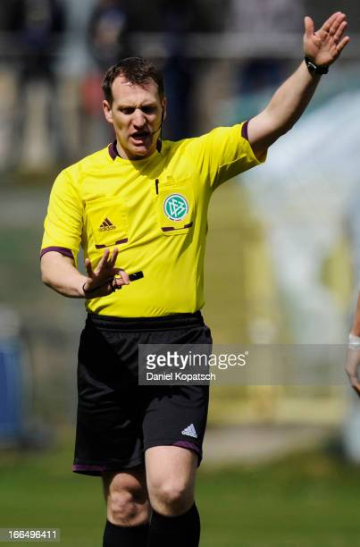 Referee Tobias Christ reacts during the Regionalliga Suedwest match between SV Elversberg 07 and Eintracht Trier at Waldstadion on April 13, 2013 in...