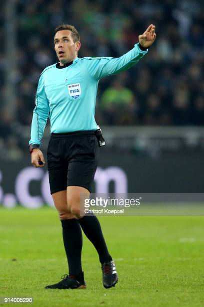 Referee Tobias reacts during the Bundesliga match between Borussia Moenchengladbach and RB Leipzig at BorussiaPark on February 3 2018 in...