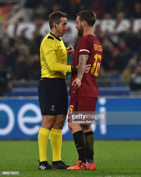 Referee Tobias Stieler and Daniele De Rossi of AS Roma during the UEFA Champions League group C match between AS Roma and Qarabag FK at Stadio...