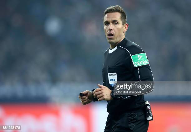 Referee Tobias Stieler with a special message in celebration of 20 years of volunteers on his back during the Bundesliga match between FC Schalke 04...