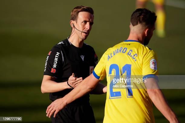 Referee Valentin Pizarro Gomez speaks to Alvaro Gimenez of Cadiz CF during the Copa del Rey round of 32 match between Girona FC and Cadiz CF at...