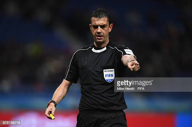 Referee Viktor Kassai makes his point during the FIFA Club World Cup second round match between Jeonbuk Hyundai and Club America at Suita City...