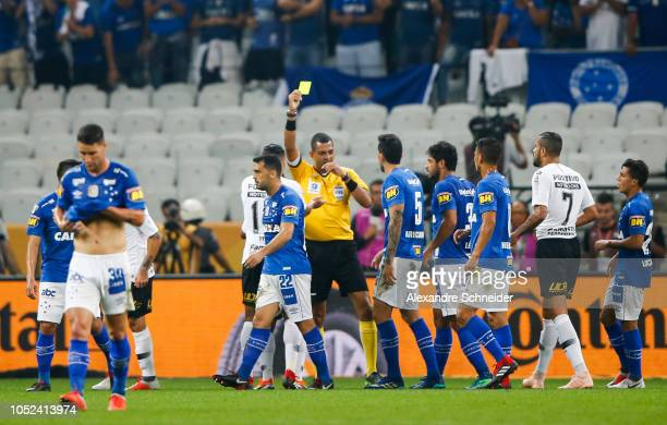Referee Wagner do Nascimento Magalhaes argues with players of Corinthians and Cruzeiro during the match for the Copa do Brasil 2018 at Arena...