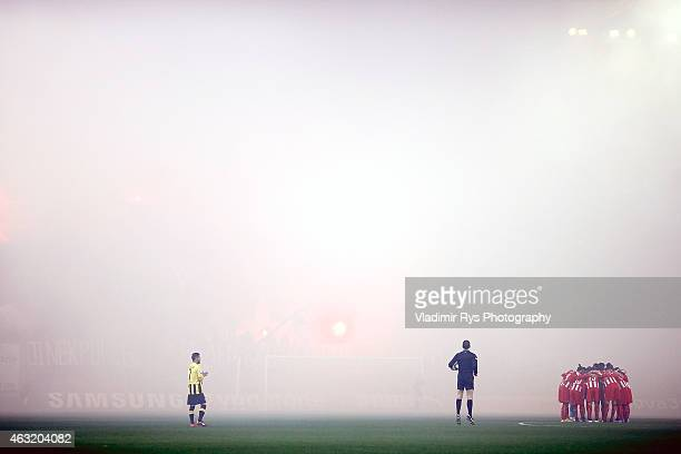 Referee waits for the kick off as Olympiacos players gather together during the Greek Cup match between Olympiacos Piraeus and AEK Athens at...