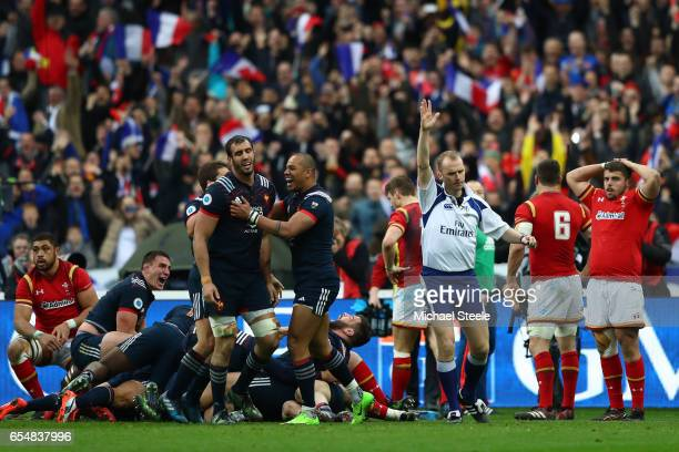 Referee Wayne Barnes awards a try to Damien Chouly of France deep in injury time to leavel the scores at 1818 during the RBS Six Nations match...