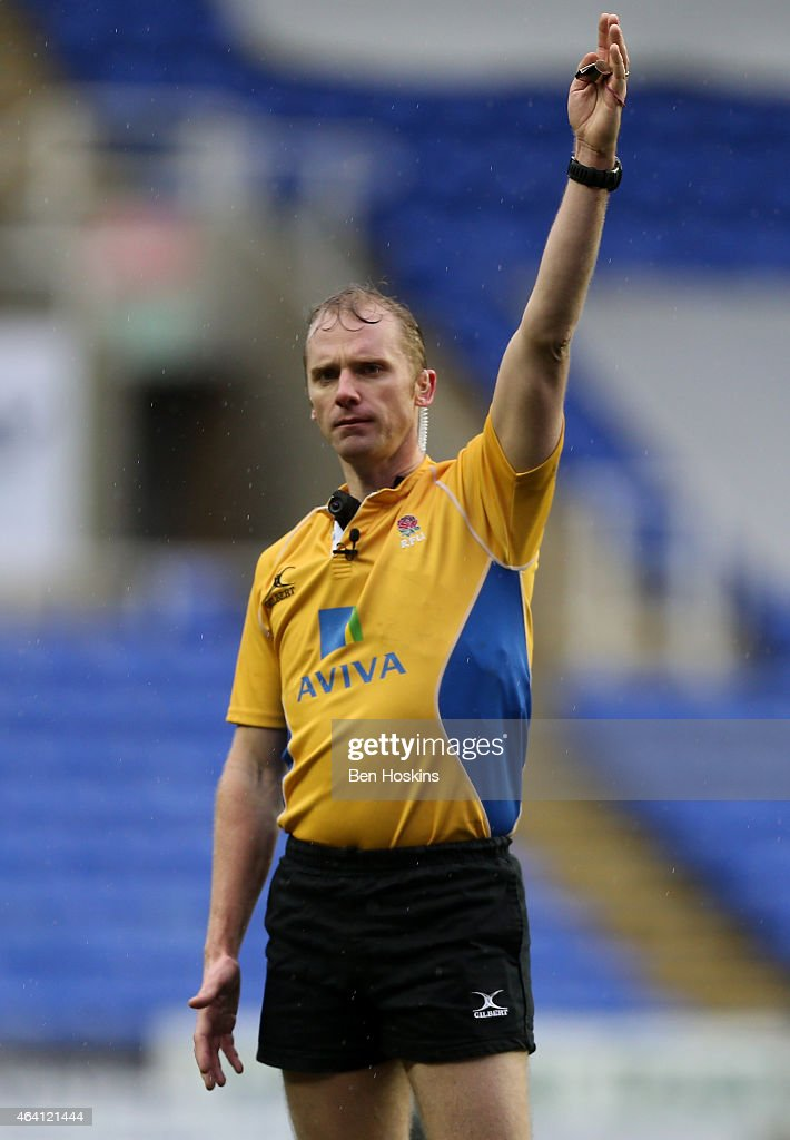 Referee Wayne Barnes in action during the Aviva Premiership match between London Irish and Leicester Tigers at Madejski Stadium on February 22, 2015 in Reading, England.