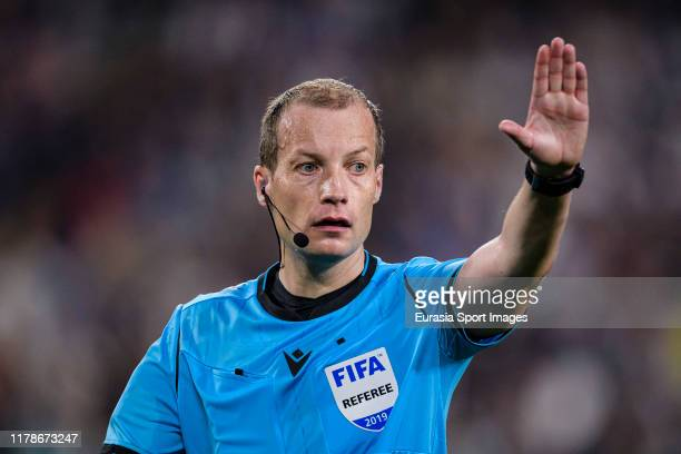 Referee William Collum of Scotland gestures during the UEFA Champions League group D match between Juventus and Bayer Leverkusen at Juventus Arena on...