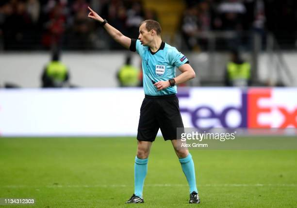 Referee William Collum sends Adi Huetter, Manager of Eintracht Frankfurt to the stands during the UEFA Europa League Round of 16 First Leg match...