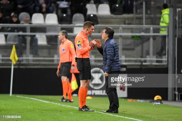 Referee Willy Delajod talks with Christophe Pelissier coach of Amiens during the Ligue 1 match between Amiens and Nimes at Stade de la Licorne on...