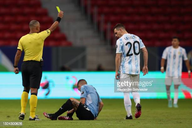 Referee Wilton Sampaio shows a yellow card to Giovani Lo Celso of Argentina during a group A match between Argentina and Chile as part of Conmebol...