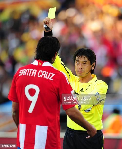 Referee Yuici Nishimura books Paraguay's Roque Santa Cruz