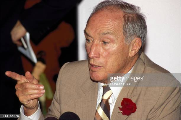 Referendum on the constitution In Canada On October 1992Pierre Trudeau former Prime Minister supports the No at referendum