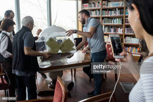 Referendum staff sort through votes ahead of counting on April 16 2017 in Istanbul Turkey Constitutional referendum voting opened across Turkey after...