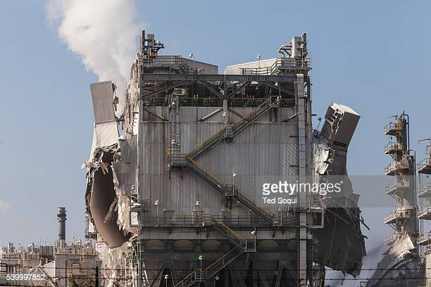 Refinery explosion at the ExxonMobil Refinery in Torrance The blast occurred in a gasolineprocessing unit sending ash and smoke in to the air The...