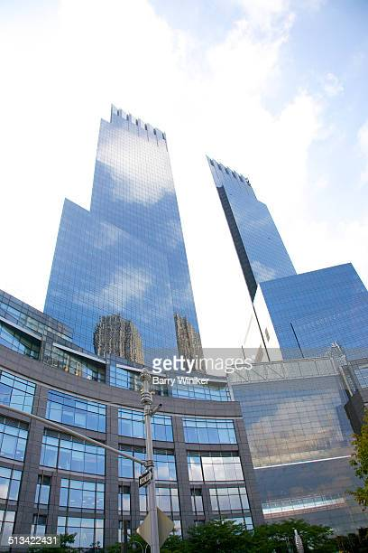 reflected sun and clouds on time warner cente - タイムワーナーセンター ストックフォトと画像