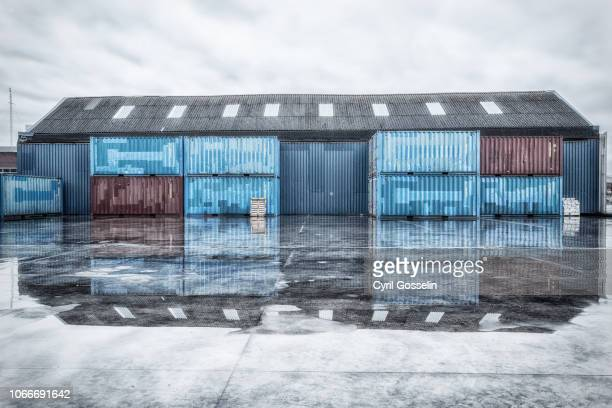 reflected warehouses on a rainy day - antwerpen stad stockfoto's en -beelden