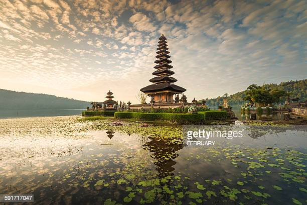reflecting of pura ulun danu bratan temple - bali stock pictures, royalty-free photos & images