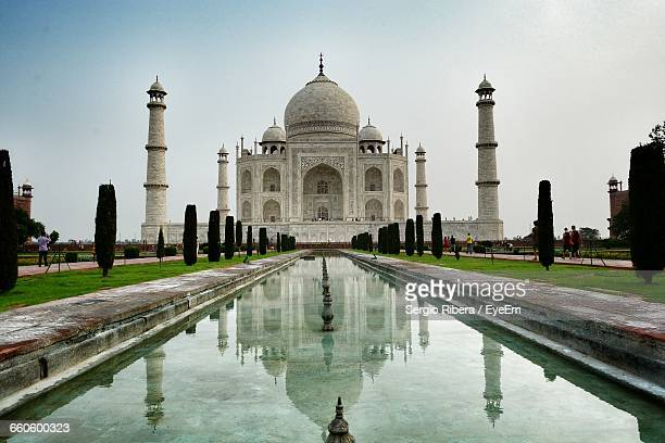 Reflecting Pool Against Taj Mahal In City
