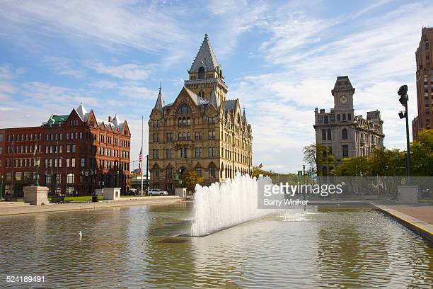 reflecting pool at clinton square, syracuse - syracuse new york stock pictures, royalty-free photos & images
