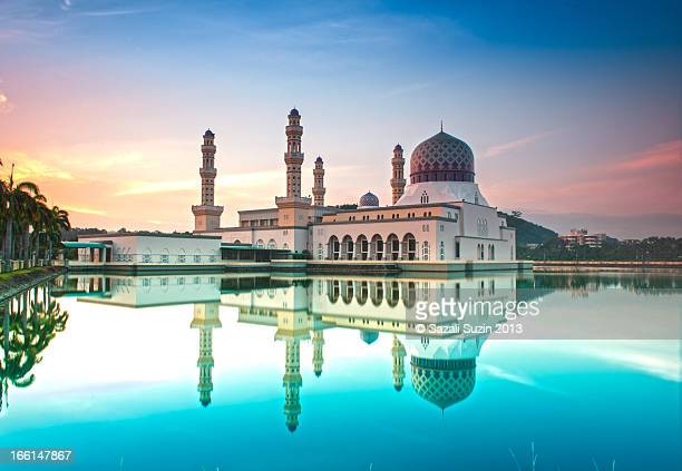 reflection | city floating mosque - kota kinabalu stock pictures, royalty-free photos & images