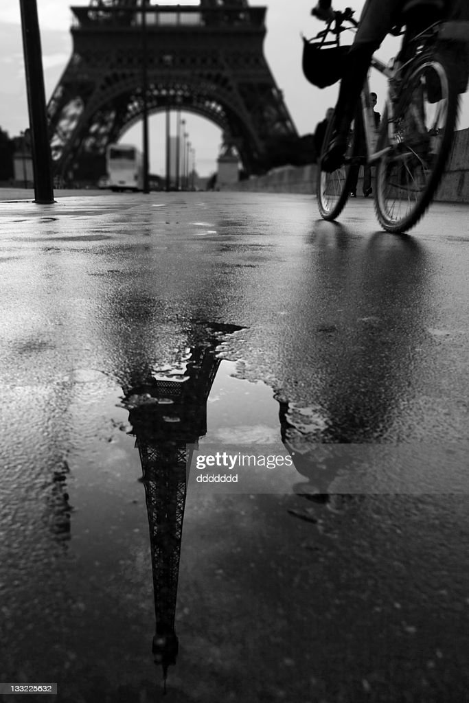 Reflection in puddle : Stock Photo