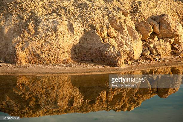 reflection in water of eroding cliff - timothy hearsum imagens e fotografias de stock
