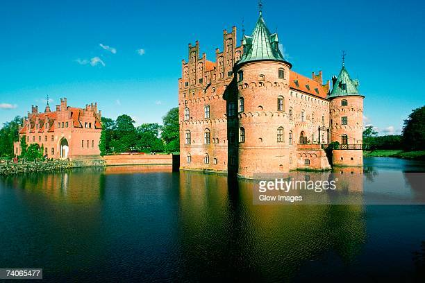 reflection of a castle in water, egeskov castle, funen county, denmark - funen stock pictures, royalty-free photos & images
