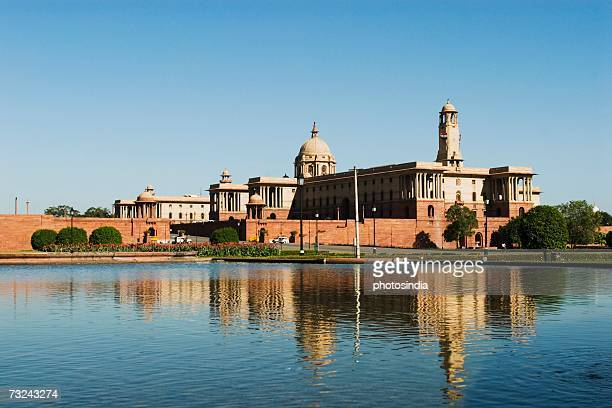 reflection of a government building in water, rashtrapati bhavan, new delhi, india - rashtrapati bhavan presidential palace stock pictures, royalty-free photos & images