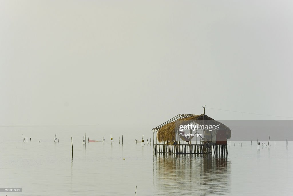 Reflection of a stilt house in water, Cienaga, Atlantico, Colombia : Foto de stock