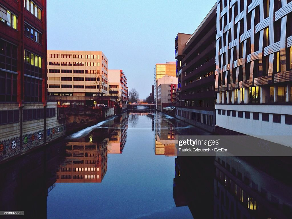 Reflection Of Buildings And Sky On Water : Foto stock