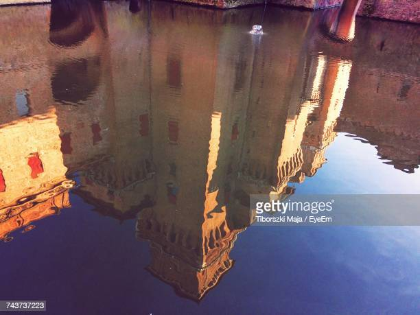 reflection of buildings in puddle - ferrara foto e immagini stock
