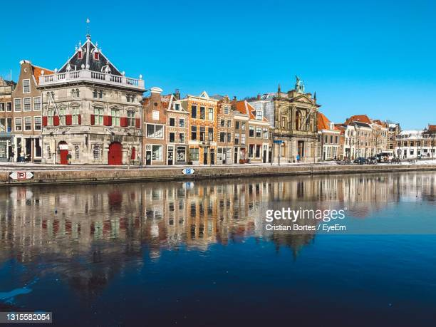 reflection of buildings in water - bortes stock pictures, royalty-free photos & images