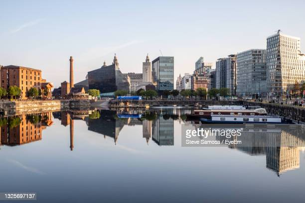 reflection of buildings liverpool waterfront - liverpool england stock pictures, royalty-free photos & images