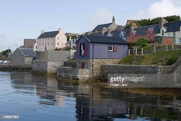 reflection of buildings. - isole shetland foto e immagini stock