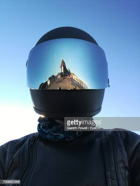 reflection of cityscape in motorcycle helmet - crash helmet stock pictures, royalty-free photos & images