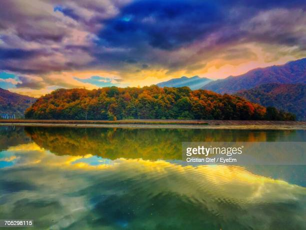 reflection of clouds in calm lake - ルーマニア ストックフォトと画像
