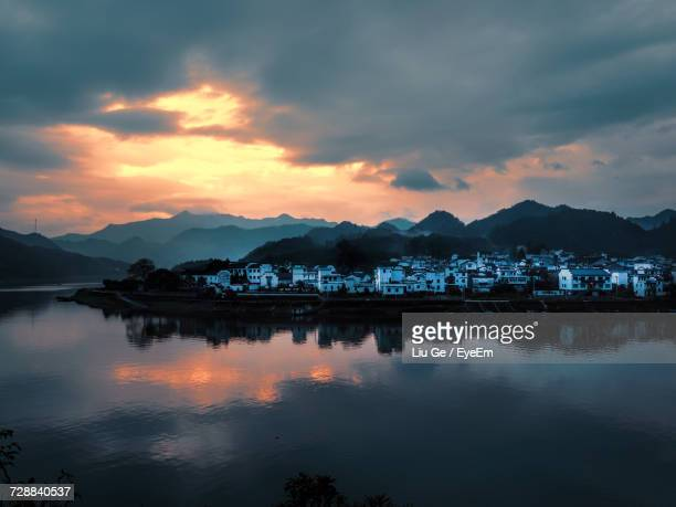 reflection of clouds in lake during sunset - liu he stock pictures, royalty-free photos & images