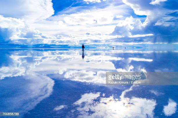 reflection of clouds in water - bolivia stockfoto's en -beelden