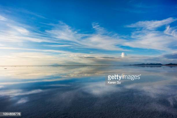 reflection of clouds on the salt flat covered with water, salar de uyuni, potosi department, bolivia - ウユニ塩湖 ストックフォトと画像