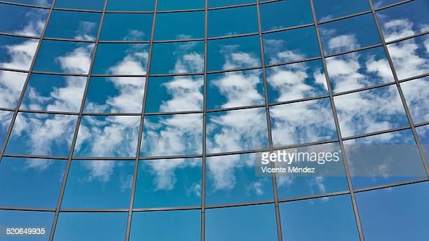 reflection of clouds - vicente méndez fotografías e imágenes de stock