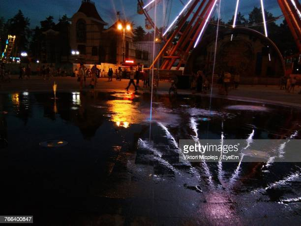 reflection of ferris wheel on lake at night - kharkov stock photos and pictures