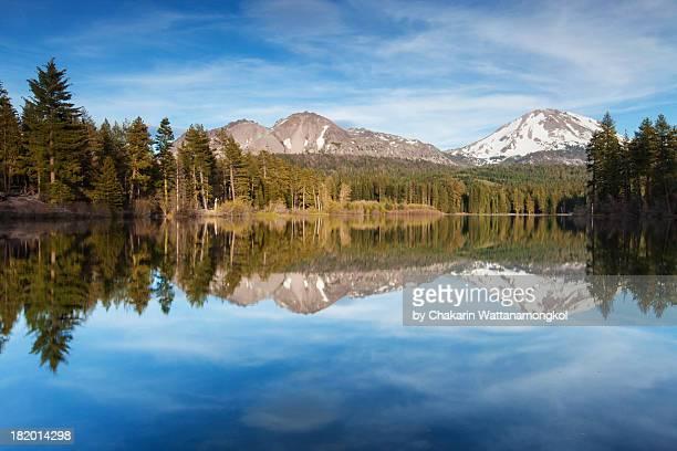 reflection of manzanita lake - manzanita stock pictures, royalty-free photos & images