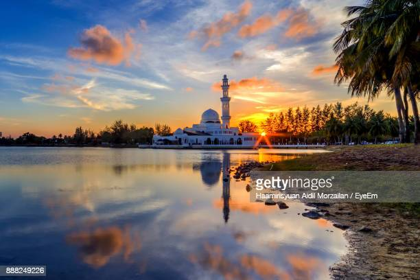 reflection of mosque in water during sunset - terengganu stock pictures, royalty-free photos & images