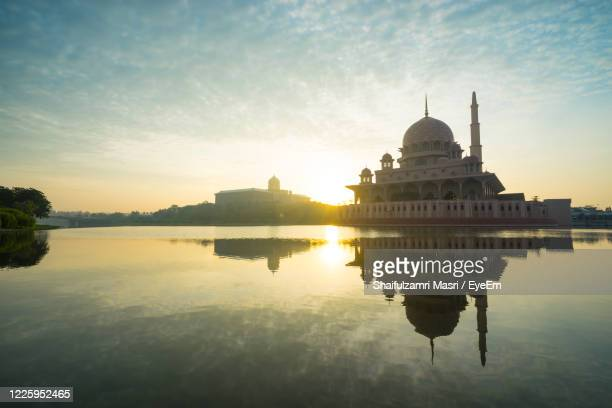 reflection of mosque in water - shaifulzamri stock pictures, royalty-free photos & images